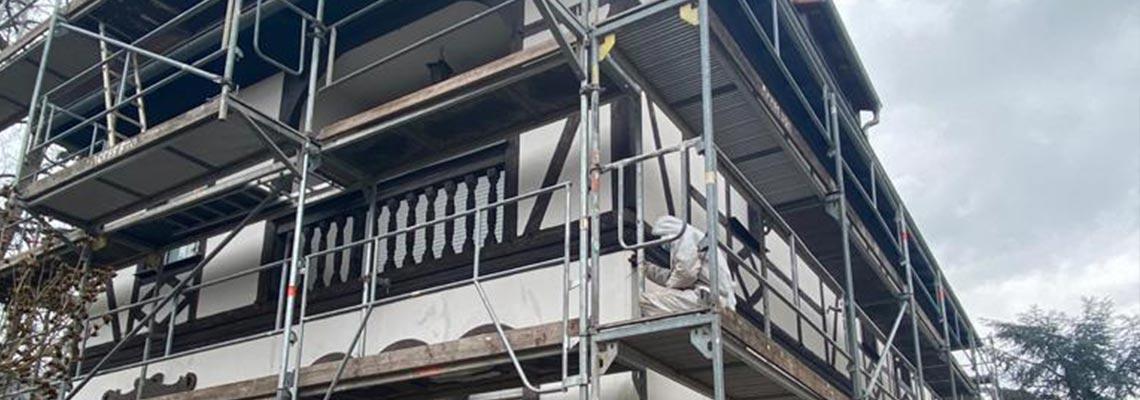 Illustration rénovation de façade d'une maison à colombages par Hittier Peinture